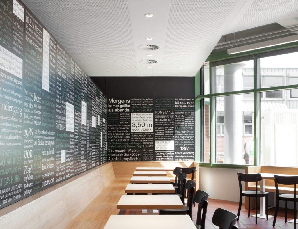 Wandgrafiken in der Schulmensa des Berufsschulzentrums Friedrichshafen gestaltet von atelier 522.